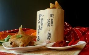 Samoussas à la coriandre, sauce aigre-douce  (avec tutoriel de pliage)(vegan)
