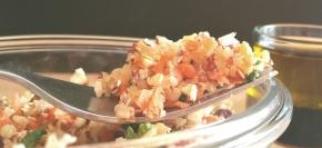Salade sucrée-salée : boulgour, quinoa & noisettes, vinaigrette au miel ou au sirop d'érable (végétarien ouvegan)