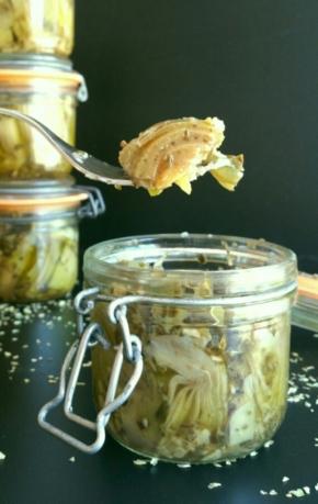 Petits bocaux de cœurs d'artichauts à l'huile, façon antipasti(vegan)