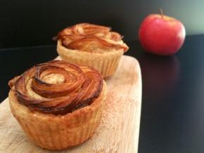 Tartelettes aux pommes, à la cannelle et aux raisins secs, comme des roses(végétarien)