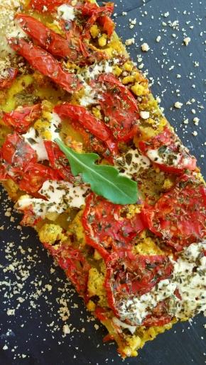 Tarte fine à la tomate, au tofu et au curry(vegan)