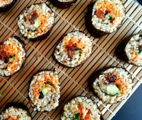 Makis sucrés-salés : Boulgour, avocat, carottes & raisins secs(vegan)