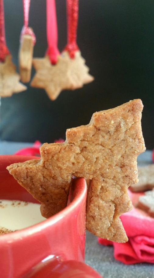 Biscuits de Noël aux épices et lait d'amande à la cannelle