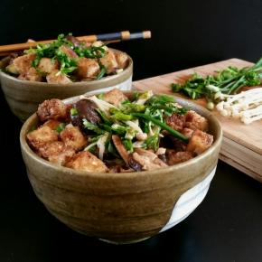 Soupe de nouilles Udon au tofu frit et aux champignons asiatiques(vegan)